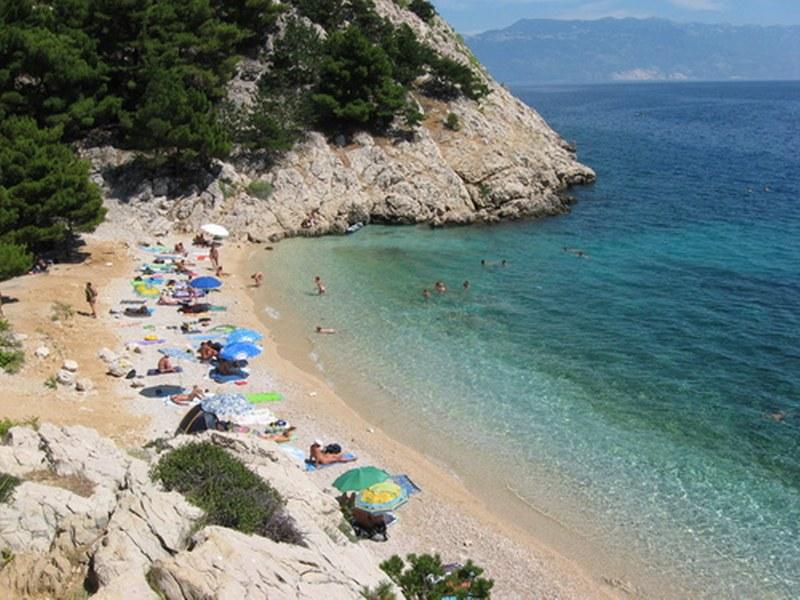 baska-beach-vela-plaza-3